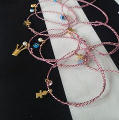 DIY: March Bracelet Handmade Accessories, Handmade Jewelry, Everything Is Possible, Jewelry Patterns, Diy Projects To Try, Friendship Bracelets, Jewelry Making, Charmed, Cosmetics