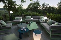 Combo Design is officieel dealer van Fermob ✓ Jouw tuin meubelen van Fermob makkelijk te bestellen ✓ Gratis verzending (NL) ✓ Snelle levertijd Metal Garden Furniture, Outdoor Furniture Sets, Outdoor Decor, Urban Life, Furniture Manufacturers, All Design, Contemporary Design, Lounge, Home Decor