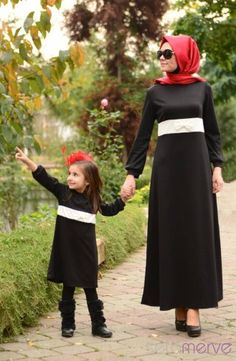 Abaya Fashion, Muslim Fashion, Fashion Outfits, Mother Daughter Outfits, Mom Daughter, Turkish Wedding, Mommy And Me Dresses, Muslim Dress, Dress With Cardigan