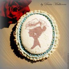 Текстильная брошь-камея в технике микровышивки - Ярмарка Мастеров - ручная работа, handmade