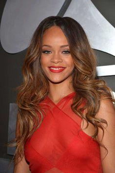 Rihanna with Cat Eye & Red Lipstick at Grammy Awards   Rihanna's 10 Best Beauty Looks, check it out at http://makeuptutorials.com/rihanna-beauty-makeup-tutorials