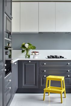 Grey kitchen ideas brings an excellent breakthrough idea in designing our kitchen. Grey kitchen color will make our kitchen look expensive and luxury. Grey Kitchen Floor, Grey Kitchen Cabinets, Kitchen Flooring, Kitchen Soffit, Kitchen Walls, Island Kitchen, Rustic Kitchen Decor, Cozy Kitchen, Kitchen Interior