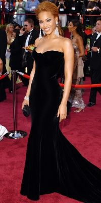 Beyonce, 2005  Beyonce made her way down the red carpet in a luscious black velvet vintage gown from Atelier Versace.