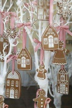 How to decorate Christmas Tree using non traditional ornaments – The Best Christmas Cookies Gingerbread Village, Gingerbread Ornaments, Christmas Gingerbread House, Noel Christmas, Pink Christmas, Winter Christmas, Christmas Ornaments, Gingerbread Decorations, Gingerbread Cookies