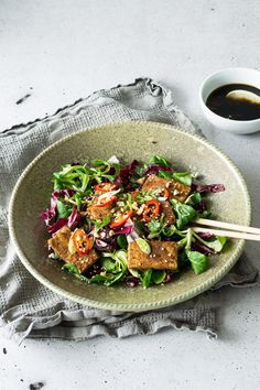 Get a good start to the New Year with this Dry Rub Tofu Salad with Chilli Lime Dressing. Light and healthy, but definitely packed with flavour. Click through for this zingy recipe!
