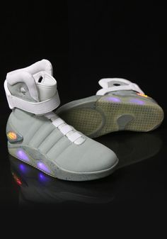 La Nike Air Mag de Marty McFly en route pour le futur! Pinterest