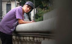 http://mixme.com.br/novidades/ouca-confundindo-sabios-nova-mixtape-do-rashid/