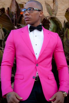 Hot pink blazer hook up. Suit Up, Pink Suit, Suit And Tie, Gentleman Mode, Gentleman Style, Sharp Dressed Man, Well Dressed Men, Preppy Style, My Style