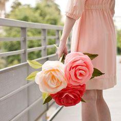 Navegar por #Pinterest es una fuente de inspiración inagotable. Ha sido ver este #diy de #studiodiy y necesitar estas flores en mi casa . En el tutorial encontrarás el paso a paso, las plantillas y un link que te llevará al canal de #marthastewart dónde podrás ver cómo se hacen en directo  - Link: http://www.studiodiy.com/2013/05/06/diy-giant-crepe-paper-roses/ - ¡Buenas noches!  - www.miamandarina.es #miam_pinterest