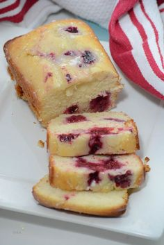 This Lemon Raspberry Loaf is a delicious Spring Quick Bread Recipe. Fresh raspberries (or frozen) give a little twist to a delicious Lemon Bread Recipe. Loaf Bread Recipe, Quick Bread Recipes, Cooking Recipes, Köstliche Desserts, Delicious Desserts, Yummy Food, Lemon Recipes, Cake Recipes, Avocado Recipes