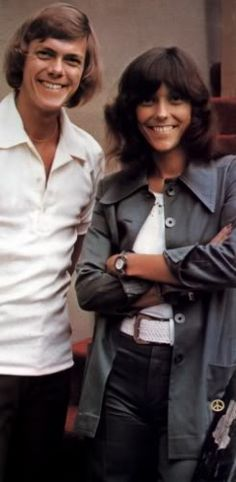 Richard and Karen, the brother and sister singing duo The Carpenters Richard Carpenter, Karen Carpenter, Karen Richards, Music Photo, Beautiful Voice, Music Icon, Female Singers, Celebs, Celebrities