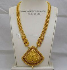 Redefine elegance with the enchanting glow of Exquisite with Beautiful Handcrafted WOrkmanship. Gold Temple Jewellery, Gold Wedding Jewelry, Gold Jewellery Design, India Jewelry, Bridal Jewelry, Gold Jewelry, Gold Chain Design, Gold Ring Designs, Stylish Jewelry