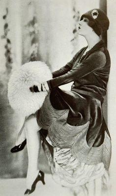 Les Modes (Paris) November 1927 Robe d'apres-midi par Jenny. #vintage #1920s #flapper #fashion