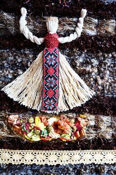 Полевые травы мягких сдержанных и в тоже время глубоких тонов создают настрой и ощущение древней земли - Северной Московии, вечной и мудрой.