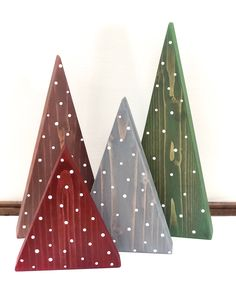 Wooden Christmas Decorations, Christmas Wood Crafts, Farmhouse Christmas Decor, Christmas Projects, Winter Wood Crafts, Farmhouse Decor, Scrap Wood Crafts, Christmas Tree Painting, Wood Christmas Tree