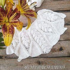 Discover thousands of images about crochelinhasagulhas: Blusa branca em crochê Crochet Jumper, Black Crochet Dress, Crochet Cardigan Pattern, Crochet Collar, Crochet Blouse, Love Crochet, Beautiful Crochet, Hand Crochet, Crochet Lace