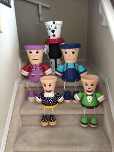 Learn how to make clay pot people quickly and easily. Flower Pot Art, Clay Flower Pots, Flower Pot Crafts, Clay Pot Projects, Clay Pot Crafts, Diy Clay, Flower Pot People, Clay Pot People, Painted Clay Pots