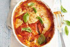 Een echte klassieker met aubergine, tomaat en kaas uit Italië - Recept - Melanzane - Allerhande