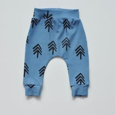 If I were a baby, this would definitely be my go-to pants :-) Our son Oliver is a cool kid, and cool kids need cool pants, ha! Sewing Patterns For Kids, Sewing For Kids, Baby Sewing, Baby Patterns, Baby Leggings, Baby Harem Pants, Sewing Kids Clothes, Baby Kids Clothes, Baby Pants Pattern