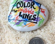 Color outside the lines - colorful painted rock Rock Painting Patterns, Rock Painting Ideas Easy, Rock Painting Designs, Pebble Painting, Pebble Art, Stone Painting, Stone Crafts, Rock Crafts, Arts And Crafts