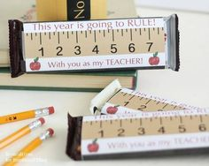 Printable candy bar wrappers make a simple and expensive back to school teacher gift idea. This year is going to RULE! Diy Back To School, Back To School Teacher, Meet The Teacher, School Stuff, School Fun, Teachers Day Card, Teacher Gift Tags, Candy Bar Gifts, Teacher Appreciation Week