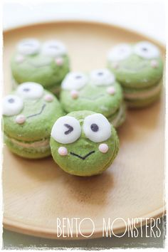 Keroppi Matcha Macarons for bento. Recipe and directions at the site. Macaron Filling, Macaron Recipe, Cute Cookies, Cupcake Cookies, Bolo Hello Kitty, Keroppi, Vanilla Macarons, Pastry Cake, Cute Food