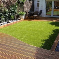 How to Install Artificial Grass A fab example of how artificial grass works so well with decking and borders in terraced house garden Artificial Grass For Dogs, Artificial Grass Carpet, Artificial Grass Installation, Artificial Turf, Fake Grass, Small Backyard Patio, Backyard Landscaping, Backyard Ideas, Garden Ideas