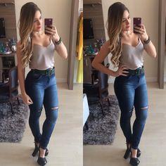 """100 curtidas, 4 comentários - ⠀⠀⠀⠀⠀⠀⠀⠀⠀DU JOUR BOUTIQUE (@boutique_dujour) no Instagram: """"Que tal jeans + regatinha + cinto retrô pra hoje?! Look prático, lindo, super feminino e…"""""""