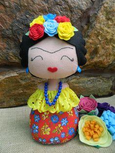 Imagem relacionada Felt Dolls, Plush Dolls, Doll Toys, Felt Crafts, Diy And Crafts, Felt Cupcakes, Cute Sewing Projects, Bear Doll, Sewing Accessories