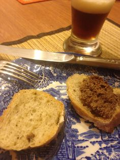 Pâté de foie de canard au Cognac avec du pain Fougasse de Nice (Patê feito em casa a quatro mãos).
