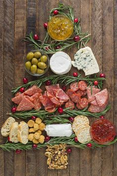 Impress your guests with this Christmas Tree Charcuterie filled with gourmet ch. , Impress your guests with this Christmas Tree Charcuterie filled with gourmet cheeses, meats and crackers. The perfect way to start any holiday party! Christmas Buffet, Christmas Party Food, Christmas Cocktails, Xmas Food, Christmas Appetizers, Christmas Cooking, Noel Christmas, Christmas Treats, Christmas Lunch Ideas
