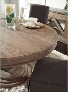 Round Dinning Room Table, Round Farmhouse Table, Reclaimed Dining Table, Dining Table Makeover, Pine Dining Table, Round Kitchen Tables, Dining Rooms, Round Tables, Farmhouse Chic