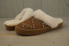 4bee97cce6e1 UGG AIRA TEHUANO CHESTNUT SHEEPSKIN WOMEN S SLIP ON SLIPPERS SCUFFS 8 NEW   fashion  clothing