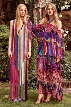 A estampa do vestido da direita é linda, mas parece um balão. Não dá pra usar. Resort 2017: estampas maximalistas invadem a temporada - Vogue | Tendências