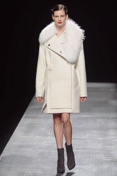 Winter Whites: SportMax Fall Winter 2012 13
