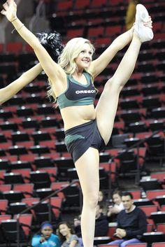 College Cheerleading - Her Crochet Oregon Cheerleaders, Hottest Nfl Cheerleaders, Football Cheerleaders, College Cheerleading, Cheerleading Pictures, Cheerleading Outfits, Volleyball Pictures, Softball Pictures, Gymnastics Girls