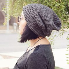 Crochet Slouch Hat Pattern - cute and free! this will be a perfect gift for holiday giving!