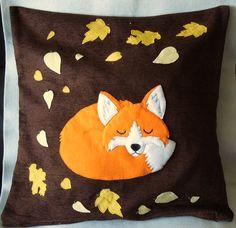 "My latest handmade appliqued cushion ""Sleeping Autumn fox"" Diy Cushion, Cushion Covers, Sewing Crafts, Sewing Projects, Fox Pillow, Fox Crafts, Fox Decor, Creation Couture, Decorative Cushions"