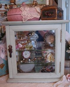Paris Panache Antiques - The finest in European antiques and eclectic finds. Display Cases, Display Ideas, Shabby Chic Style, Shabby Chic Decor, Collection Displays, Store Counter, Multiple Sclerosis Awareness, Paris Flea Markets, Display Cabinets