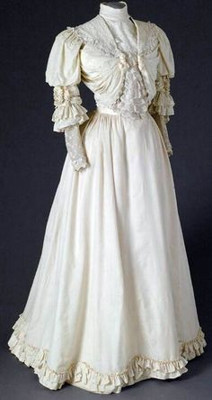 Dress, ca. 1900-10. Machine lace, silk, cotton. Mode Museum, Antwerp