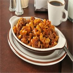 Chili Macaroni Casserole Recipe - Easy Casserole Recipes This was so good! I left out the hot dogs cause I can't stand em! And I used velveeta shells instead of Kraft. Macaroni Casserole, Easy Casserole Recipes, Pasta Recipes, Beef Recipes, Dinner Recipes, Recipies, Casserole Dishes, Pasta Dishes, Food Dishes