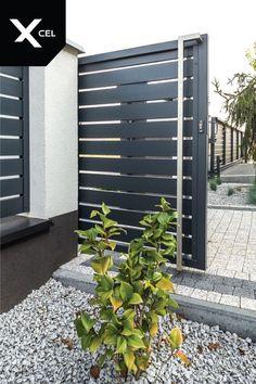 // Modern aluminum fence from Arete Horizon House Main Gates Design, House Fence Design, Modern Fence Design, Front Gate Design, Door Gate Design, Modern Gates, Front Gates, Entrance Gates, Front Yard Fence