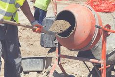 Ghid complet pentru prepararea betonului. Retete de beton si sfaturi practice | MatHaus by Arabesque Bag Of Cement, Yard Drainage, Concrete Mixers, Portland Cement, Concrete Projects, Watering Can, Outdoor Decor, Crafts, Geography