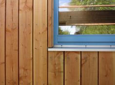 Nice window detail by Howard Meadowcroft and Mike Whitfield Cedar Cladding, House Cladding, Exterior Cladding, Timber Windows, Windows And Doors, Cabin Design, House Design, Wooden Facade, Outside Room