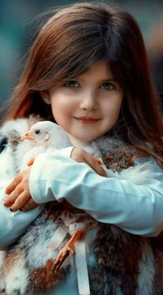 The Young Girl is really caring for this Dove Cute Kids Pics, Cute Baby Girl Pictures, Cute Girls, Precious Children, Beautiful Children, Beautiful Babies, Cute Little Baby, Baby Kind, Cute Babies
