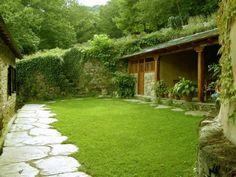 Todo verde, los muros de piedra