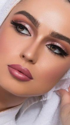 The All Natural Makeup Approach – LovelYou Most Beautiful Faces, Stunning Eyes, Beautiful Lips, Beautiful Girl Image, Flawless Face, Flawless Makeup, Beauty Makeup, Eye Makeup, Face Beauty