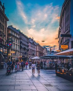 Strolling through the historic Centre of Vienna. Did you know that it is considered an UNESCO World Heritage site? Vienna Austria, World Heritage Sites, Times Square, Beautiful Pictures, Street View, Photography, Instagram, Centre, Website