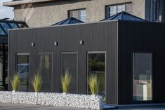 Het eerste mato project is een feit! Modern Barn House, Roof Detail, Happy House, Garage Design, House Extensions, Tiny House Design, Big Houses, Cladding, Home Deco