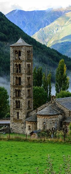 Travel Inspiration for Spain - Sant Climent de Taüll, Lleida, Cont Places Around The World, The Places Youll Go, Places To See, Around The Worlds, Romanesque Architecture, Voyage Europe, Spain And Portugal, Place Of Worship, Kirchen